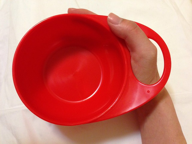Brother Max 輕鬆握攜帶型學習碗,方便握住的設計