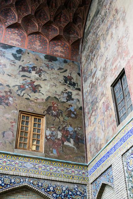 Wall paintings of entrance of Qeysarriyeh bazaar, Isfahan イスファハン、バザール入口の門