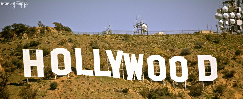 "Le ""Hollywood sign"" surplombe Los Angeles du haut de sa colline."