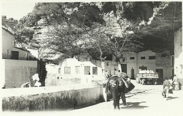 Cuevas del Sol. En aquellos años 60 y 70 del siglo XX era una zona de apoyo a los servicios de reparto, sin la algarabía de hoy en día. Foto: ANTONIO SÁNCHEZ <a href=