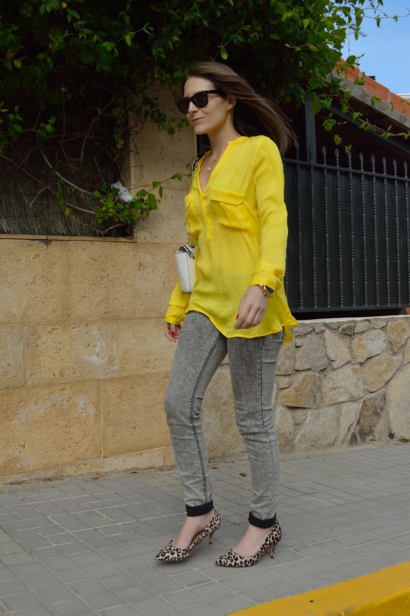 lara-vazquez-madlula-blog-yellow-shirt--grey