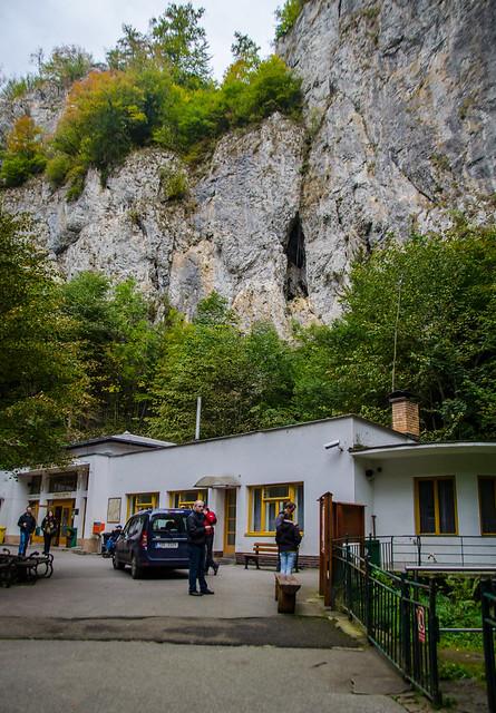 Вход в Пункевные пещеры