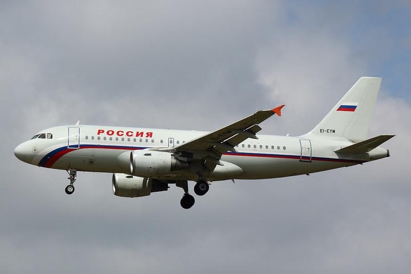 Rossiya - A319 - EI-EYM (1)