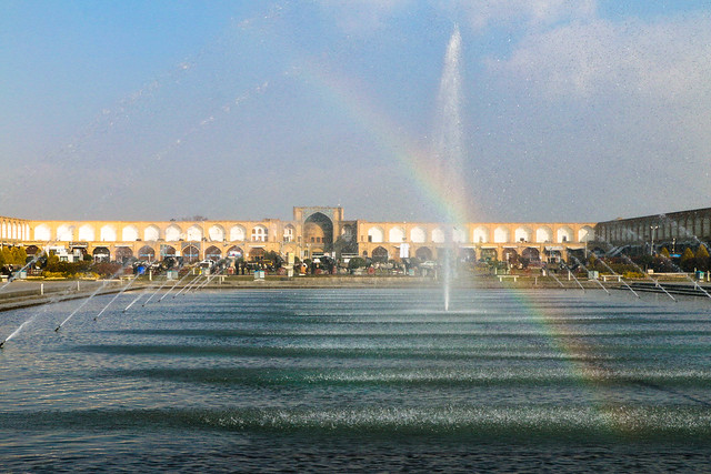 Rainbow in the fountain, Imam square, Isfahan イスファハン、イマーム広場と噴水の虹