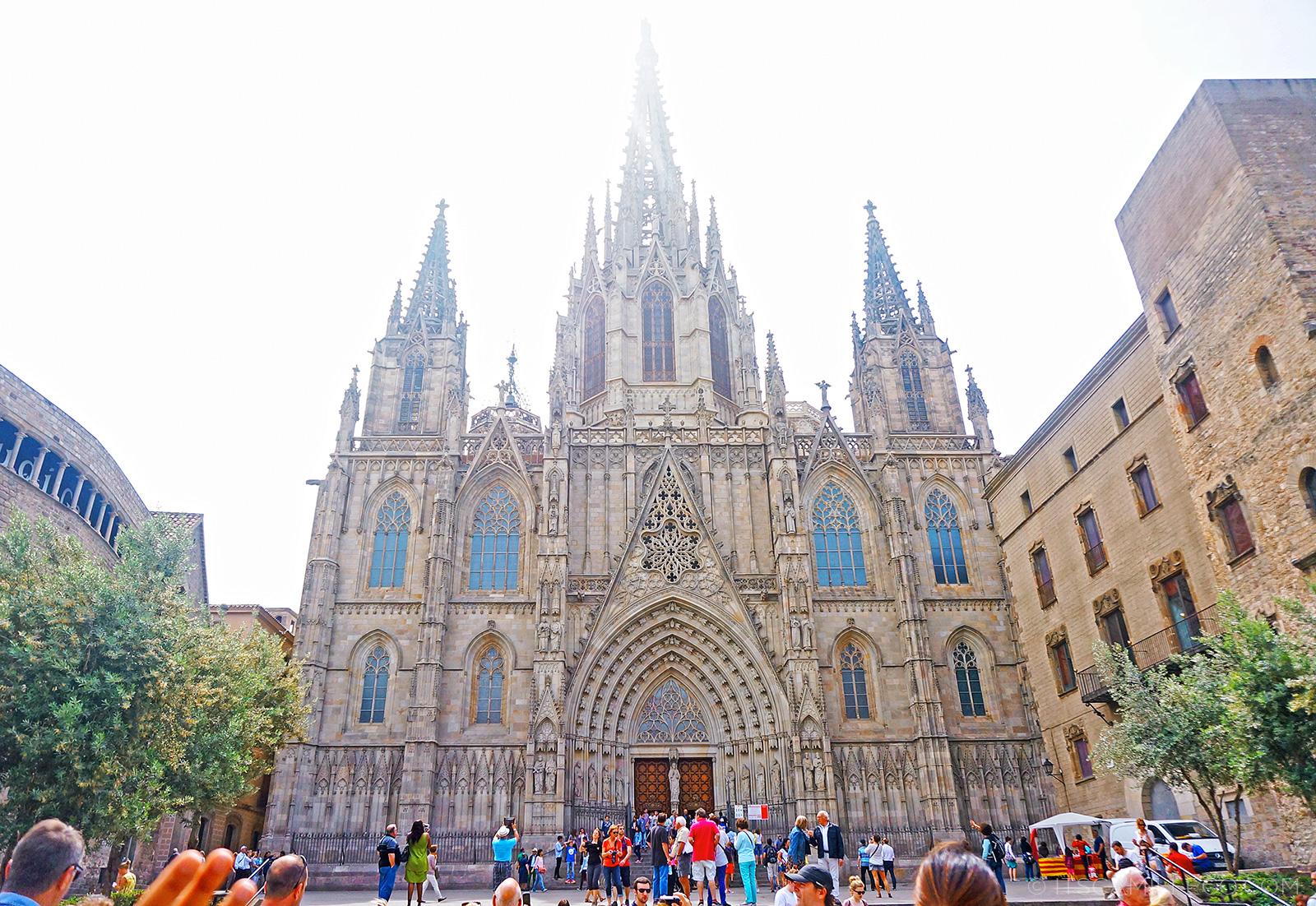 Barcelona la sagrada familia barri g tic and more for La sagrada familia church