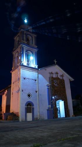Iglesia al otro lado del río