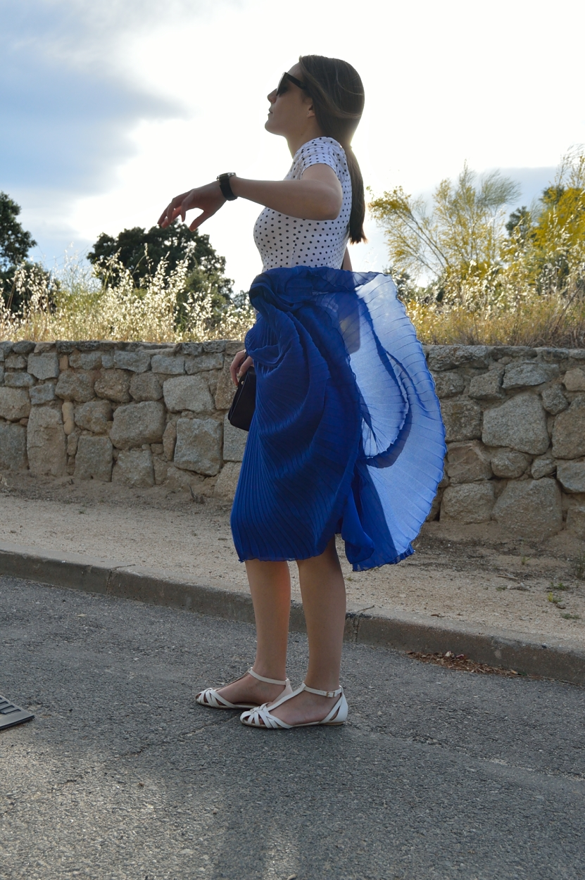 lara-vazquez-madlula-blog-style-fshion-midi-skirt-blue-dancing-in-the-air
