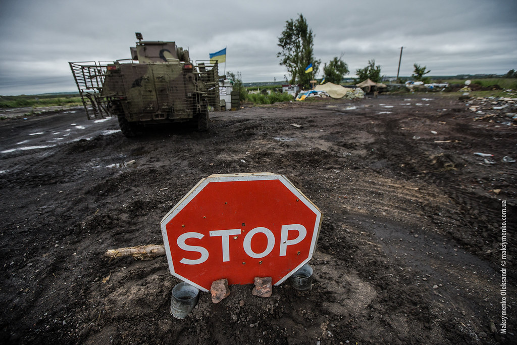 Ukraine army cuts off main road to Sloviansk