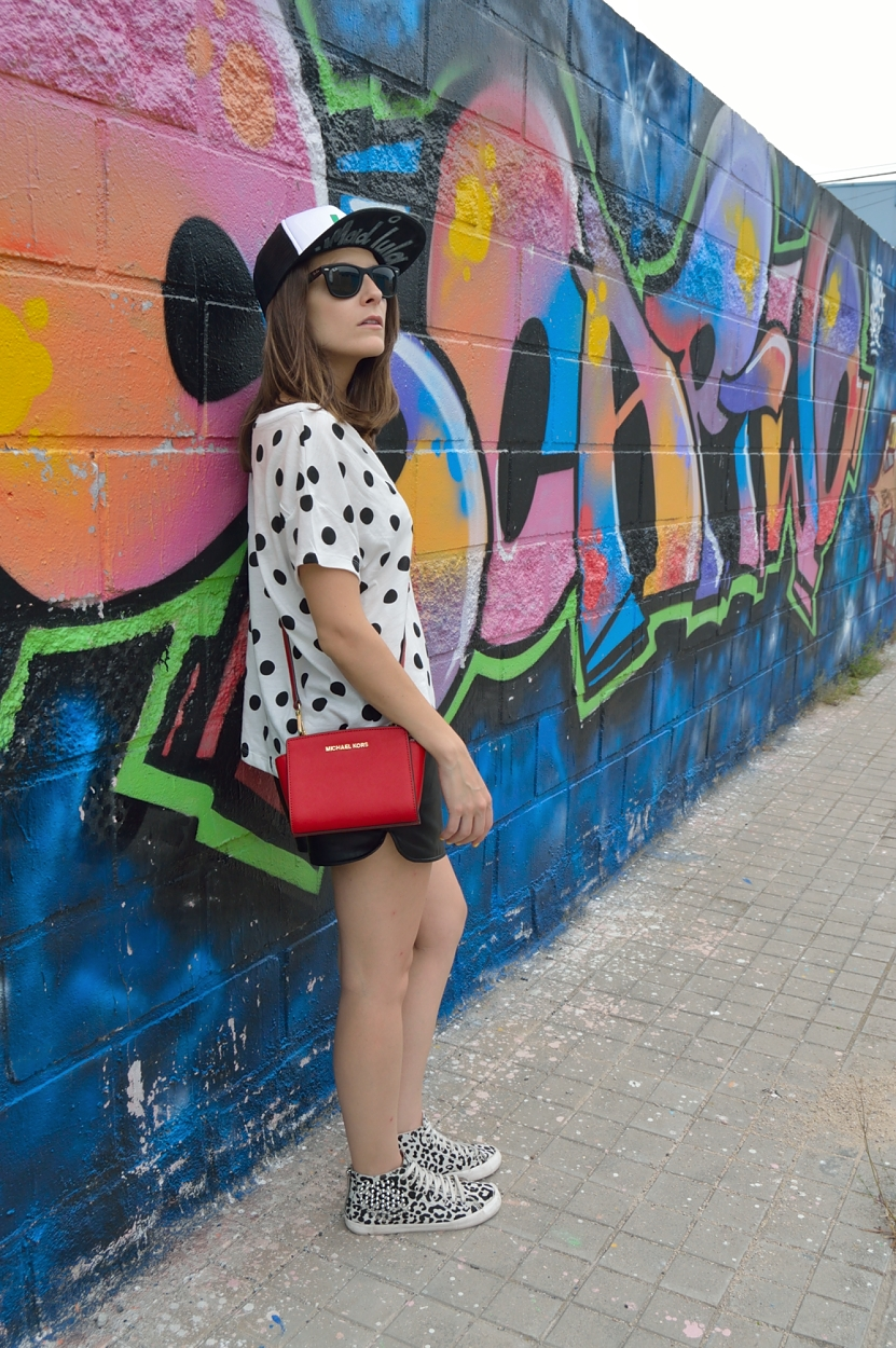 lara-vazquez-madlula-blog-style-fashion-look-pop-of-red-casual-style