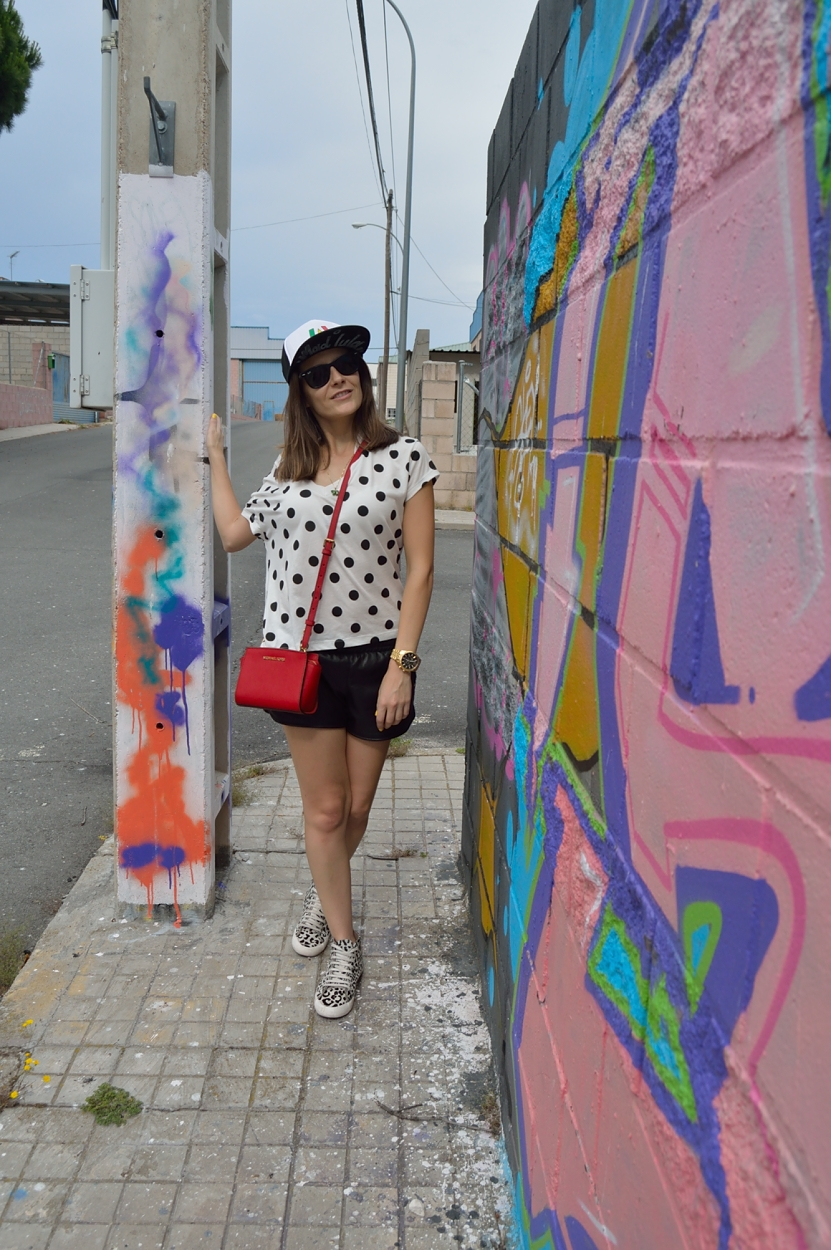 lara-vazquez-madlula-fashion-blog-pop-of-red-madlula-cap