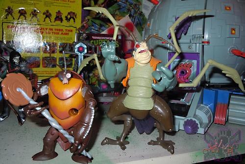 Nickelodeon  TEENAGE MUTANT NINJA TURTLES :: COCKROACH TERMINATOR V.2 x / ..with MINNETONKA MUTANT '05 (( 2014 ))