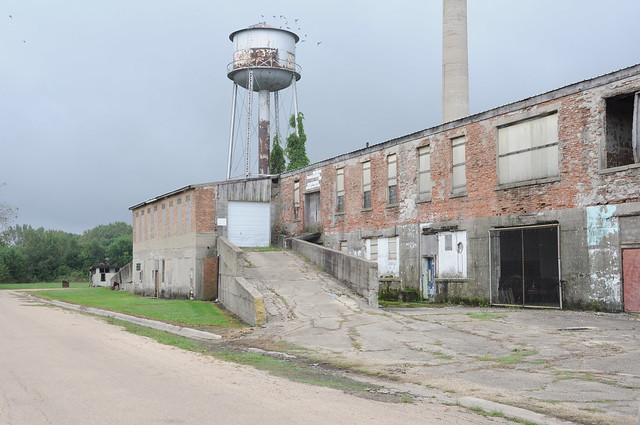 Abandoned Milk plant, Nikon D90, AF-S DX VR Zoom-Nikkor 18-200mm f/3.5-5.6G IF-ED