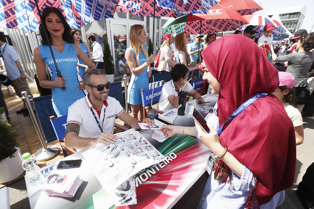 MONTEIRO Tiago (prt) Honda Civic team Castrol Honda WTC ambiance portrait AUTOGRAPH SESSION AMBIANCE during the 2017 FIA WTCC World Touring Car Race of Morocco at Marrakech, from April 7 to 9 - Photo Jean Michel Le Meur / DPPI.