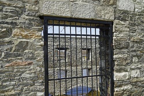 lindsay lindsayontario gristmill historicalbuilding oldbuilding scugogriver barsinthewindow