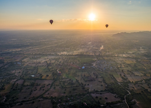 bagan myanmar burma southeastasia asia traveling backpacking olympus omd omdem10 travel sunrise ballooning balloon hotairballoon goldenhour golden landscape 918mm