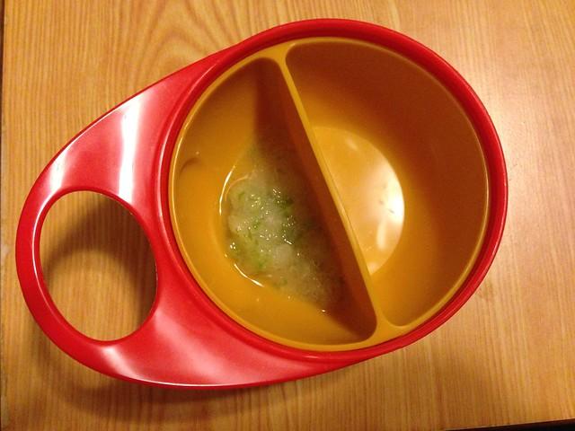 Brother Max 輕鬆握攜帶型學習碗,有分隔碗可使用,也可以輕鬆拿掉,搖身變成大碗