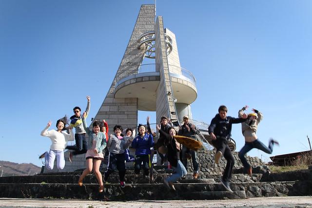 Team #TGSTohoku at the coast with five new friends (Ofunato, Japan)