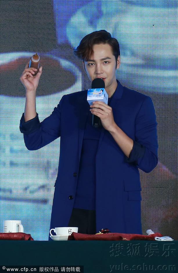 [Pics] Jang Keun Suk Calls For More Charity Work and Be Eco-Friendly At Caffe Bene FM_20140426 14054910341_8a94afda1f_o