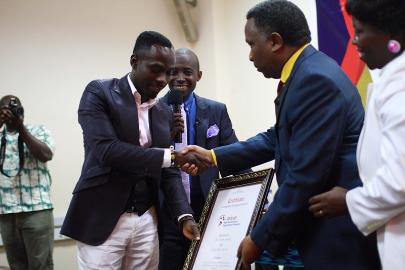 Okyeame Kwame Receives Award for Outstanding Performance