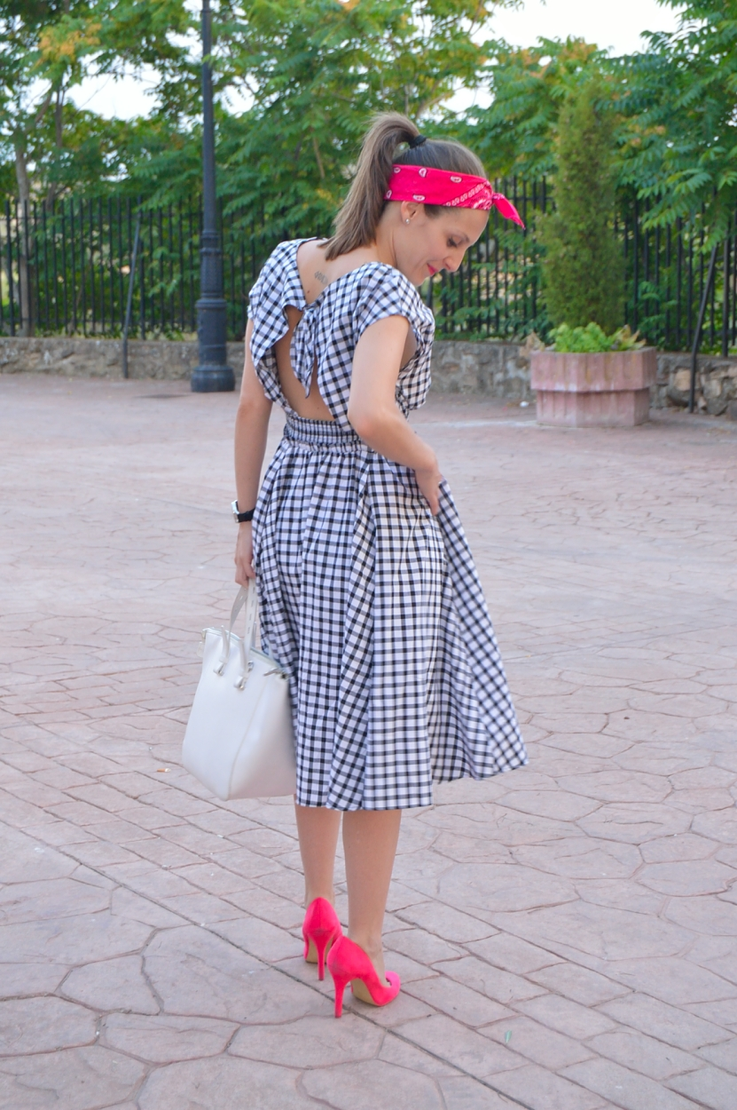 lara-vazquez-madlula-fashion-trends-blog-pink-details-pin-up