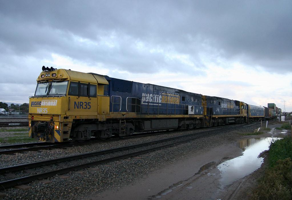 6MP5 NR35 & NR76 by Trackside Photography Australia