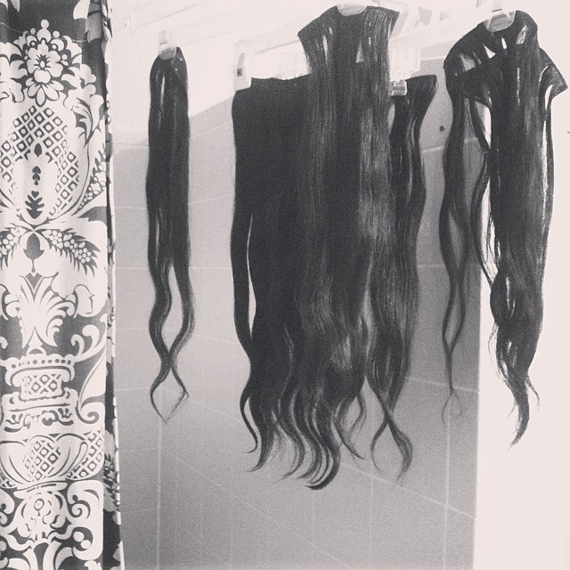 Now this is an odd sight :) / read that you should wash your extensions before you use them. Oops ;) so went ahead and washed them and hung them to dry. Looks off to have hair hanging around haha. This hair is naturally wavy. Kinda in love with it  #irres