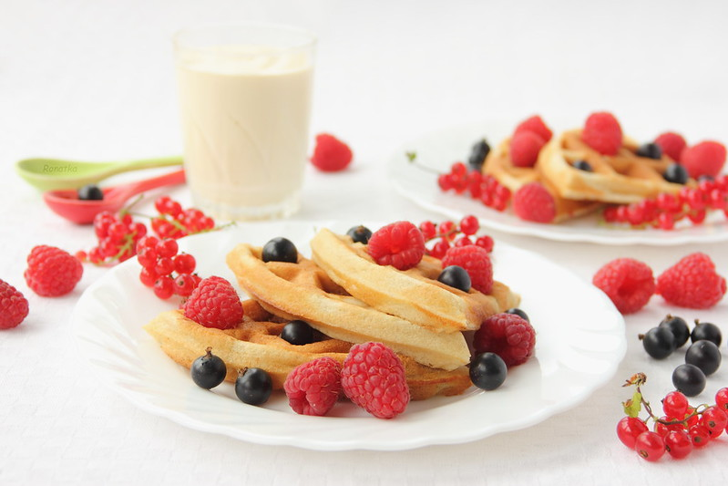 Waffles with raspberries and currant