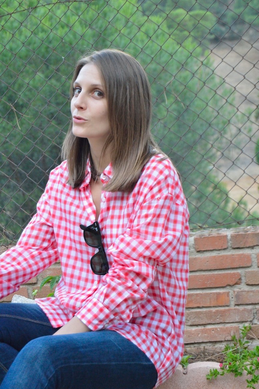 lara-vazquez-madlula-blog-style-streetstyle-fashion-red-white-shirt