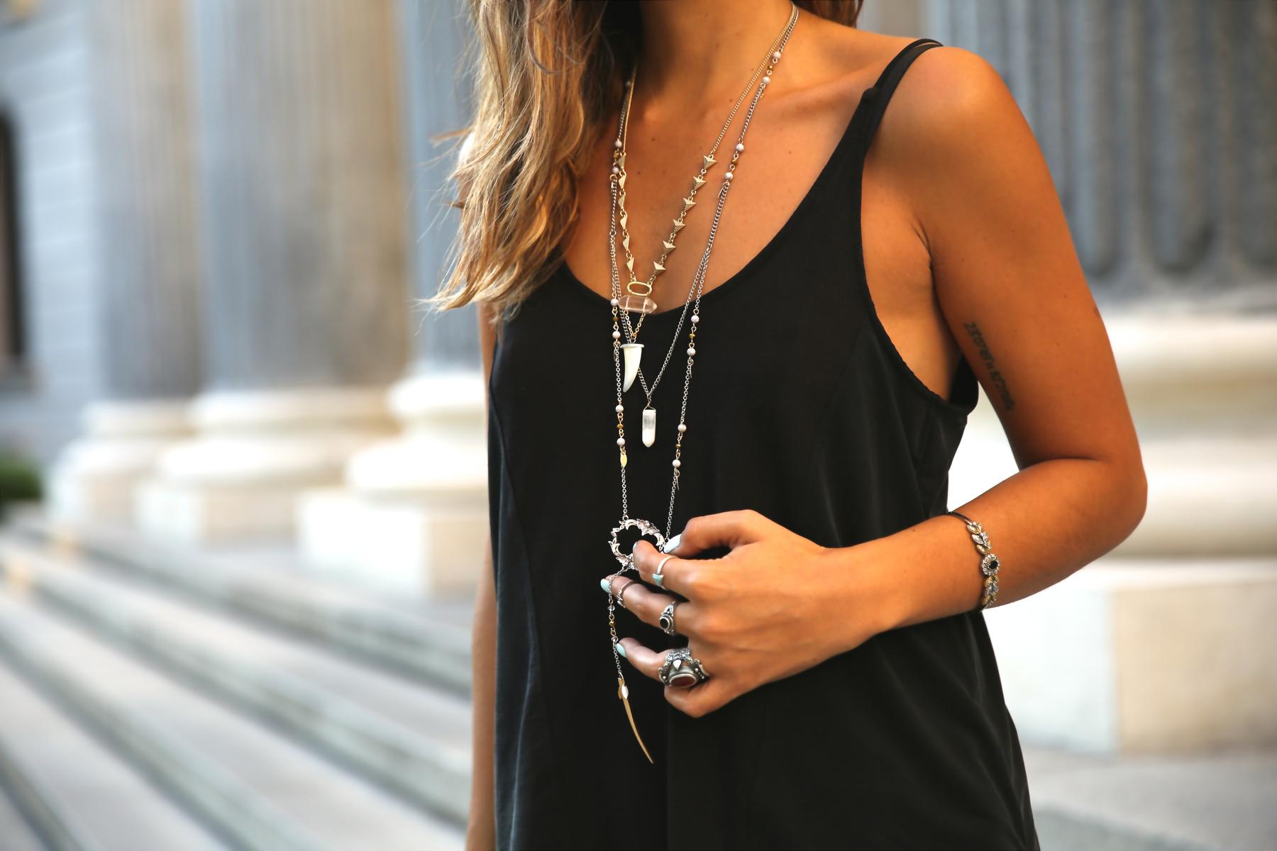 trendy_taste-look-outfit-street_style-ootd-blog-blogger-fashion_spain-moda_españa-animal_print-boho-casual-falda-skirt-black_booties-botines_negros-jeffrey_campbell-zara-bolso_flecos-vintage-1
