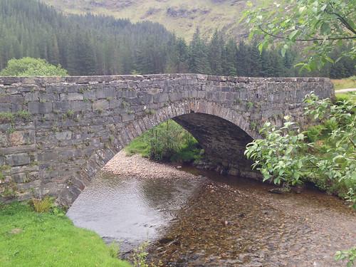 Glen Shiel apkārtnes tilts