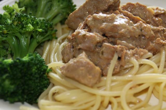 kalfsvlees met ansjovis en kappertjes