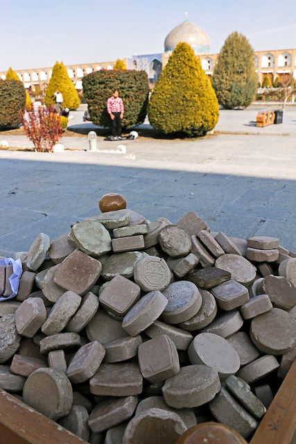 Turbah for prayers in Imam square, Isfahan, Iran イスファハン、イマーム広場の金曜礼拝用お祈り石