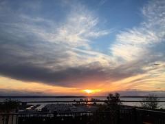 Ooh! Looks like angel wings to me plus glow. #everett #sunset #glowy #cloudscape #pnw #pnwonderland #whidbeyisland #hatisland #portofeverett #portgardnerbay #marina #bluesky