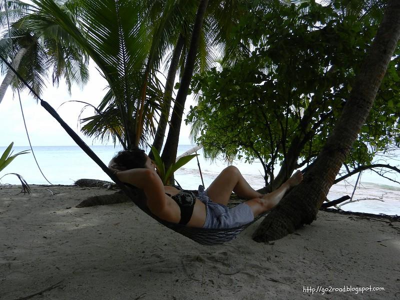 Днем можно отдохнуть в гамаке