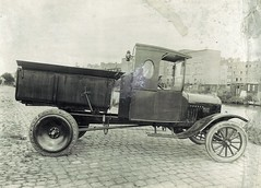 vintage car(0.0), automobile(1.0), vehicle(1.0), mode of transport(1.0), ford model tt(1.0), antique car(1.0), land vehicle(1.0), ford model t(1.0),