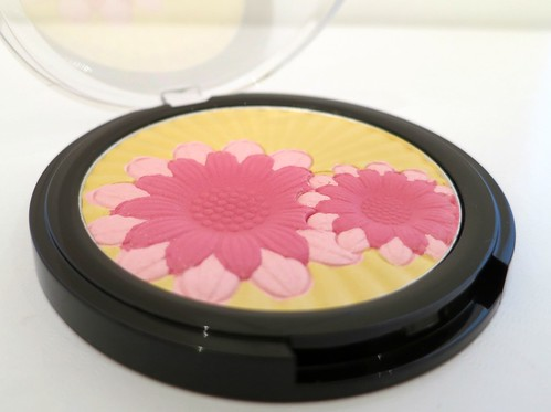 mark-color-blooming-pretty-highlighting-face-powder-2