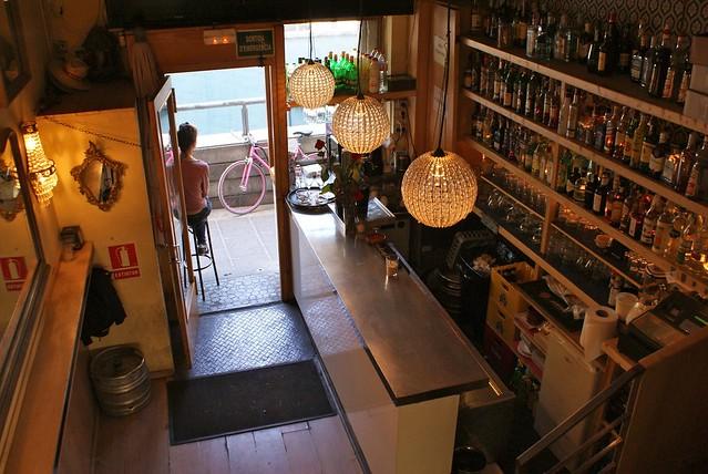 > Intérieur du bar Lorenzo sur la plaça del sol à Barcelone