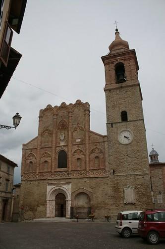 San Ginesio: la chiesa in piazza principale