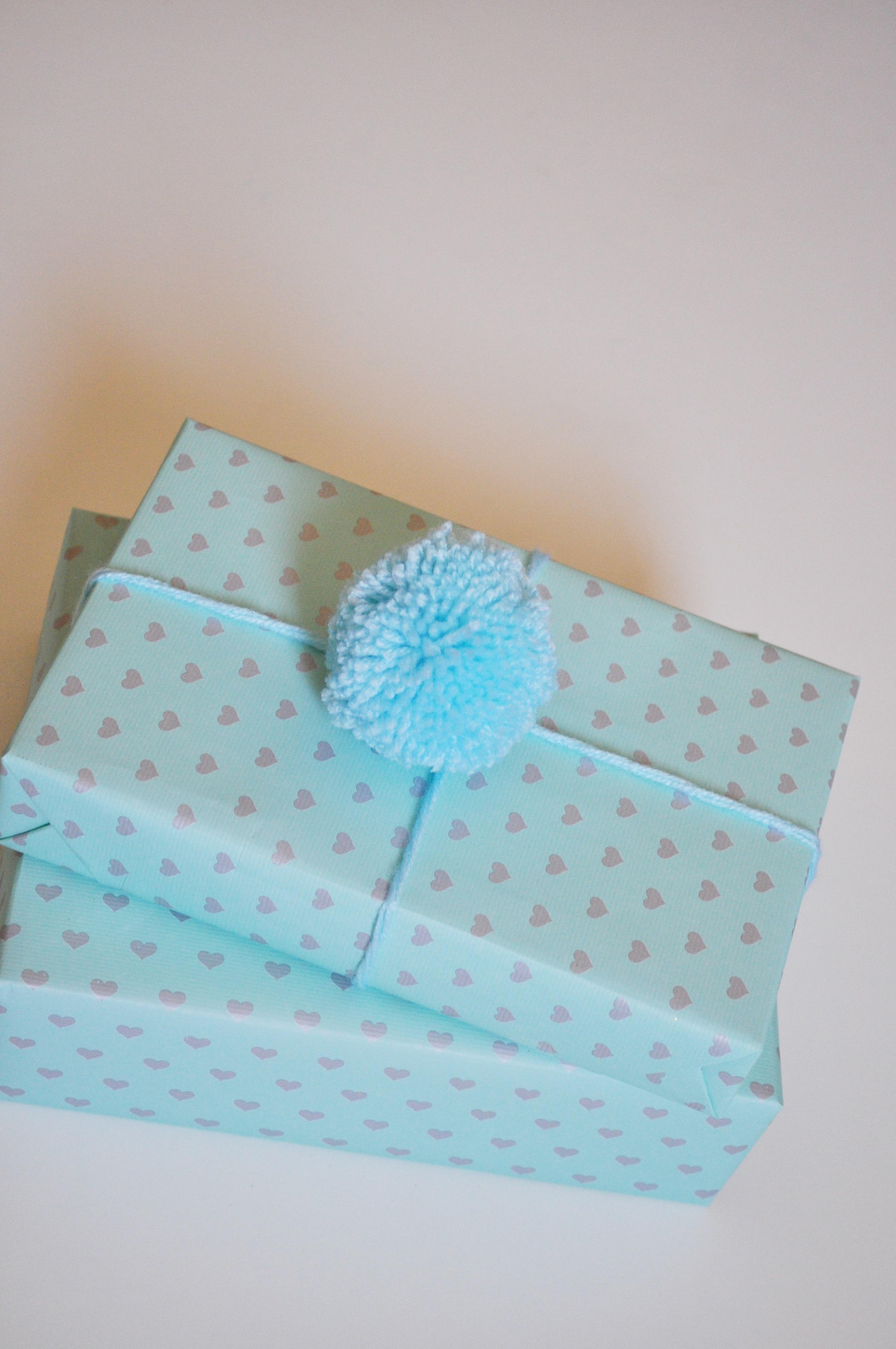 gift wrap pompom