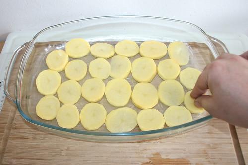 14 - Mit Kartoffelscheiben auslegen / Add potato slices