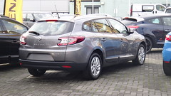 renault fluence(0.0), mazda3(0.0), subcompact car(0.0), sedan(0.0), automobile(1.0), automotive exterior(1.0), renault mã©gane renault sport(1.0), family car(1.0), vehicle(1.0), renault mã©gane(1.0), hot hatch(1.0), land vehicle(1.0),