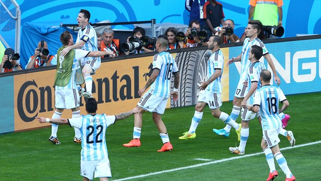 140621_ARG_v_IRN_1_0_Lionel_Messi_celebrates_with_team-mates_HD