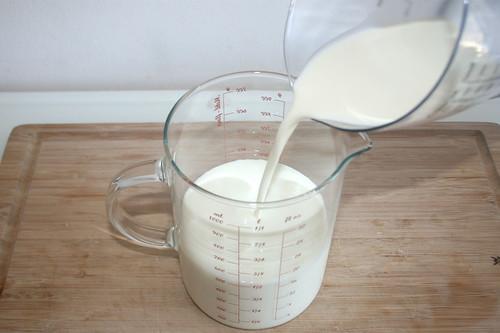 42 - Sahne zu Milch geben / Put cream to milk