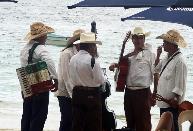 puerto vallarta photos - beach musicians