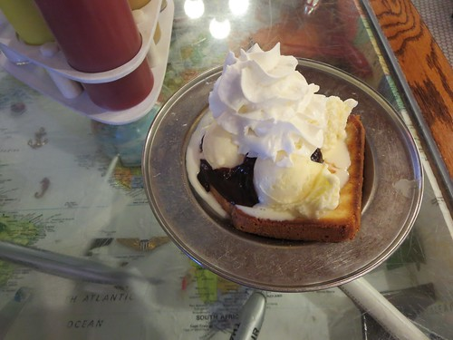 Grilled pound cake hot fudge sundae (c)