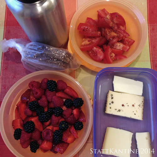 StattKantine 14.08.14 - Verschiedene Bio-Käse, Tomatensalat, Beeren