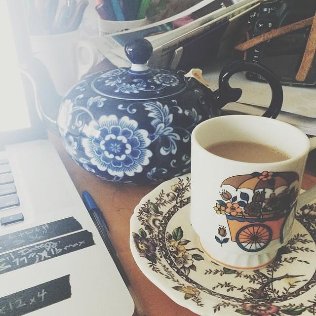 Here at Vintage Soup, we like our tea fancy. #vintagesoup #tea #afternoontea #teapot