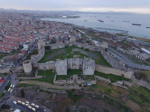 A Héttorony. A Konstantinápoly védműnek legnagyobb darabja.