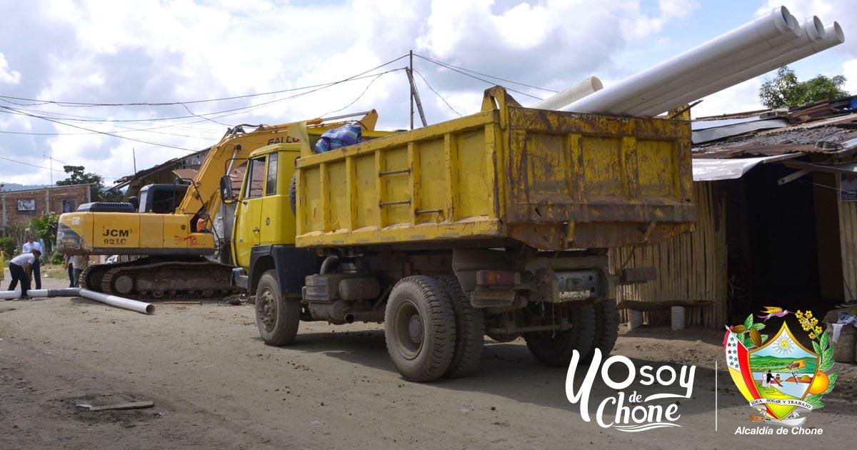 Instalan tubería de impulsión hacia los tanques reservorios de agua potable