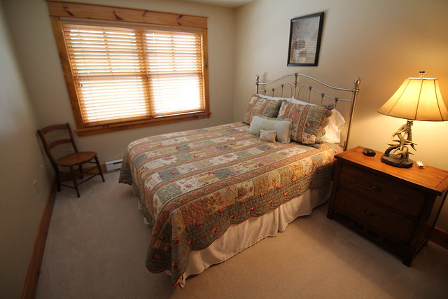 Guest bedroom with adjoining full bath;